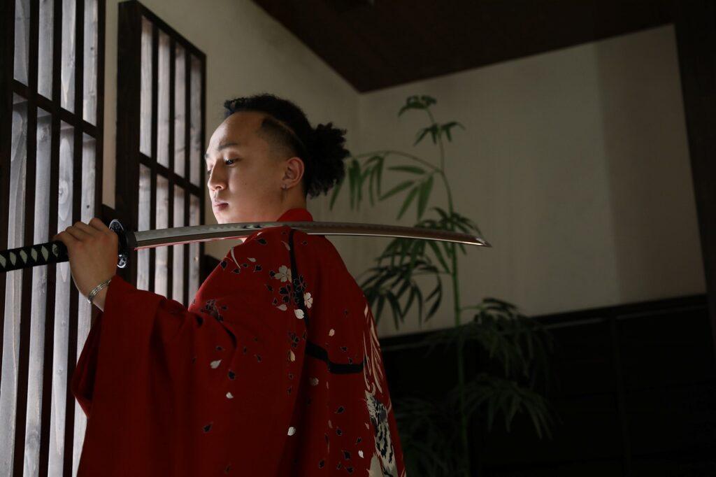 男性袴姿 刀