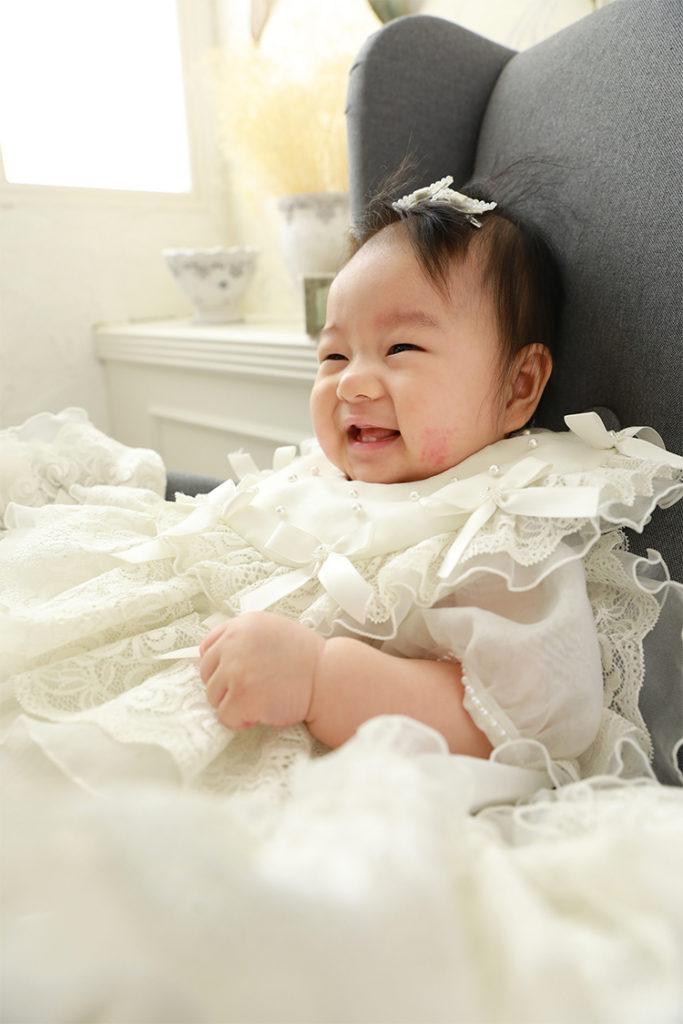 お宮参り 赤ちゃん おんなのこ ベビードレス おすわり